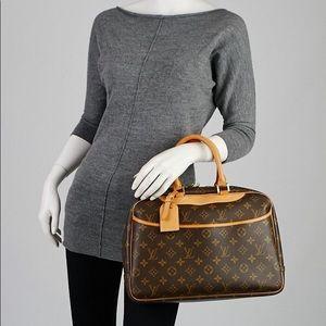 💯%authetic Louis Vuitton Deauville cosmetics bag